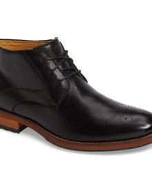Handmade Men's Black charming chukka boot features sleek full-grain leather and a cushioned footbed